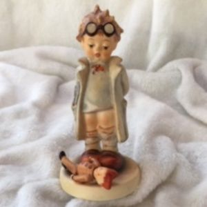 "GOEBEL 'DOLL DOCTOR' # 127 4.75"" ARTIST SI…"